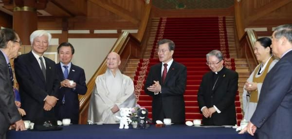 South Korean President Moon Jae-in said dialogue between North and South Korea is expected to begin in the near future.