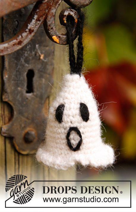 """Heklet DROPS Halloween Spøkelse i """"Alpaca"""" med 2 tråder. ~ DROPS Design"""