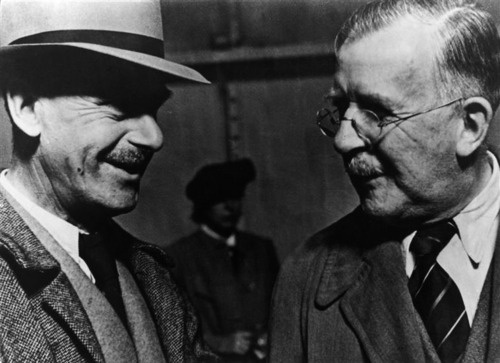 Heinrich Mann (on the right) at his arrival in New York, greeted by his brother Thomas, New York, 13 Oct. 1940 -nd