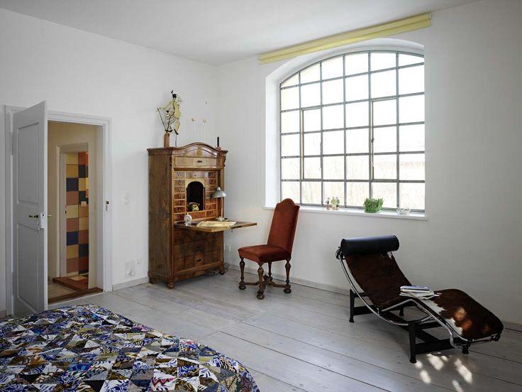 Arbeitsplatz: Der Wiener Sekretär in der Ecke ist um 1890 gebaut und stand in Großvaters Atelier.