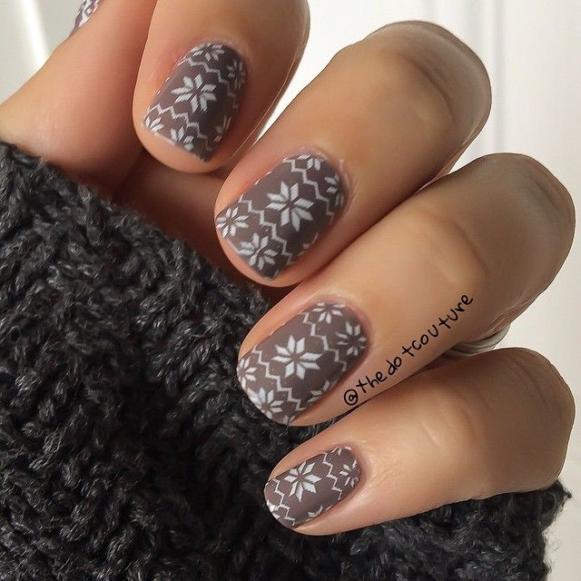 Christmas sweater nails go perfectly with my snowy cold weather. ⛄️❄️⛄️ @essiepolish Chinchilly stamped with #Konad White Princess polish using @moyou_london Festive Collection Plate 06.