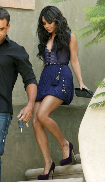 Vanessa Hudgens - Vanessa Hudgens Shows Some Leg