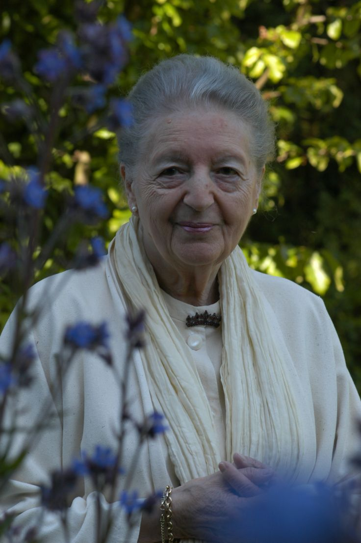 In memory of Elisabeth Sigmund. Elisabeth Sigmund, the co-founder of Dr. Hauschka Skin Care, passed away peacefully in her home in Albershausen on the morning of 20 December 2013 at the age of 99. Elisabeth Sigmund was a key figure in the development of Dr. Hauschka Skin Care in the 1960s. She also developed the Dr. Hauschka treatment methods that Dr. Hauschka estheticians are still taught and use in their work today.