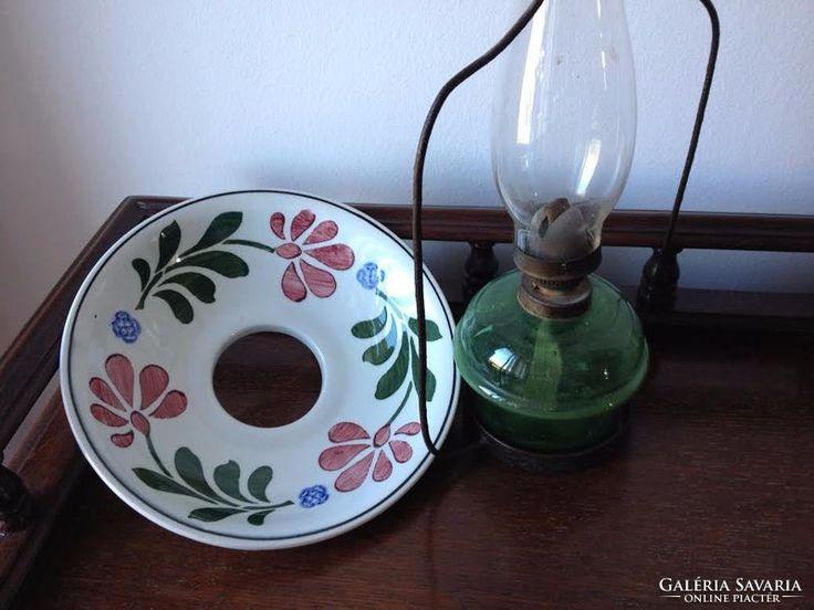 Festett, majolika kalapos petróleum lámpa