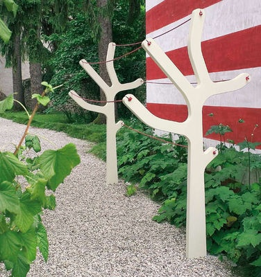 I miss hanging clothes outside to dry. I love the fresh air scent, & saving money. But the umbrella & T-bar shaped clotheslines are boring. Not these tree shapes. I so want!