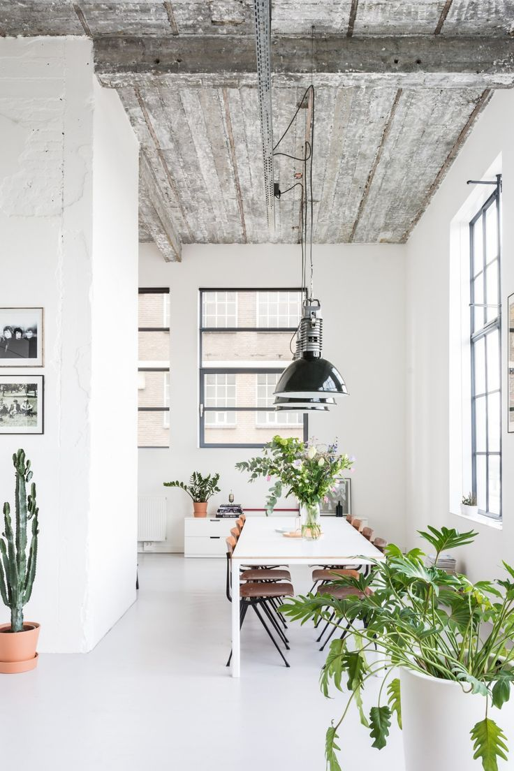 An inside look at the industrial loft Lieke - http://everythingelze.com