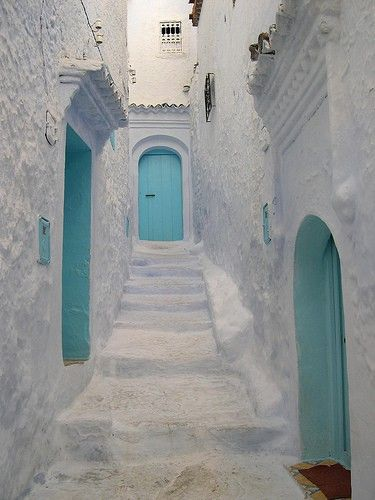 WHITE! A typical, backstreet, hidden and magical street in Morroco.