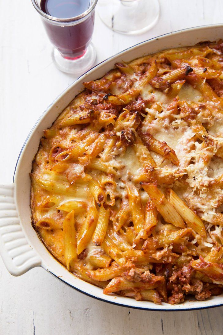 A 1-Dish Dinner That Combines Your Love of Mac and Cheese and Lasagna