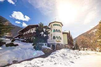 Zvažujete kam na zimní dovolenou s dětmi? Vyzkoušejte hotel Kristiana, kde Vaše děti ocení zejména přilehlý sbowpark.  #Italy #Alp #winterholiday #withchildren #HotelKristiana #snowpark #radovanky #sky