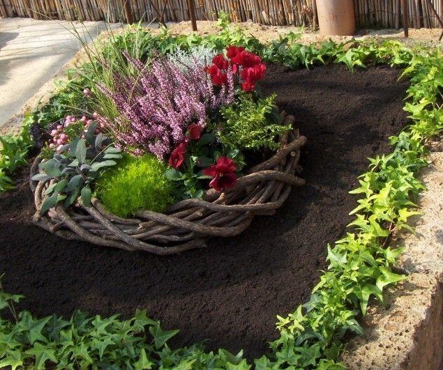 die besten 17 ideen zu grabbepflanzung herbst auf. Black Bedroom Furniture Sets. Home Design Ideas