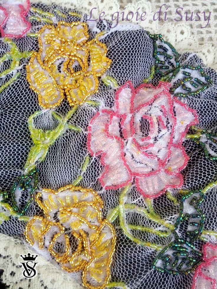 Particolare della lavorazione bead embroidery del ventaglio
