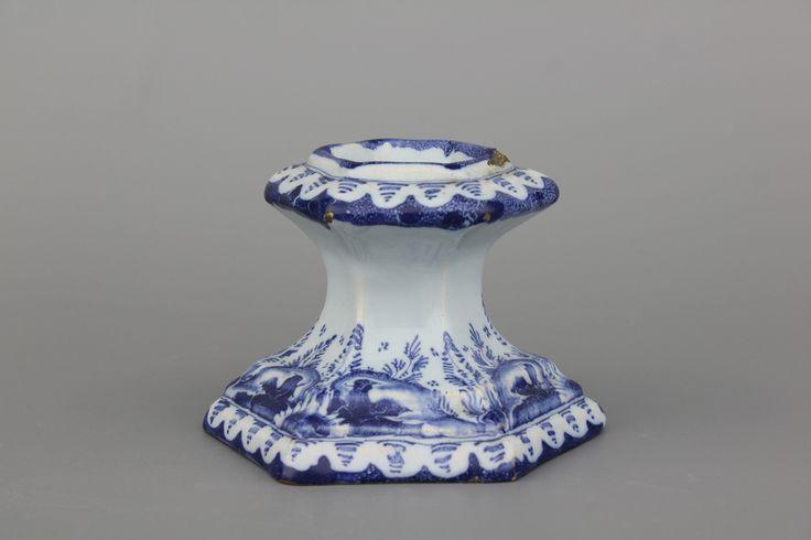 Saleron bleu et blanc en faïence de Delft, Nürnberg, 18ème siècle ==>  https://www.rm-auctions.com/nl/europese-afrikaanse-en-islamitische-kunst/fotografie/821-blauw-en-wit-zoutvaatje-in-delfts-aardewerk-nurnberg-18e-eeuw