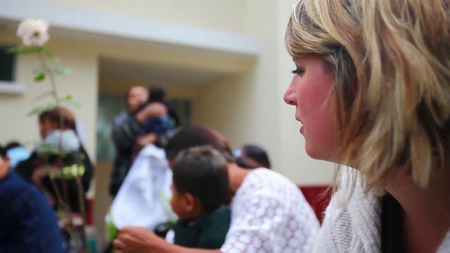 TESS Unlimited - werken als vrijwilliger in Guatemala by Crystal Park New Media. Deze film vertelt het verhaal van het werk van Tessa de Goede - de Ordonez en haar Stichting TESS Unlimited in Guatemala. Hiermee organiseert zij operaties van kinderen met een hazenlip (schisis) en ondersteunt zij met een speciaal melkproject kinderen die ondervoed zijn en (nog) niet kunnen worden geopereerd. Daarnaast runt zij met vrijwilligers een educatief centrum met het unieke Antigua KIDS Restaurant…