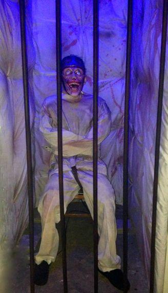 1000+ ideas about Insane Asylum Halloween on Pinterest  ~ 074650_Halloween Asylum Door Prop