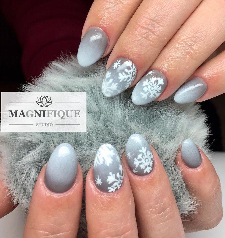 #winternails #greynails #christmasnails #christmasnailart #ombrenails #snowflakenailart #nailstagram #nageldesign #nailinspiration #winternägel #schneeflockennägel #paznokcieswiateczne #wzorkiswiateczne