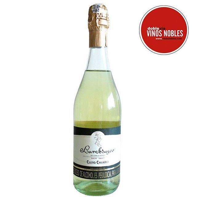Para la mitad de la semana, no hay nada mejor que darse gusto, disfrutando uno de los vinos más vendidos en el mundo. Pídelo online en http://goo.gl/Yo6am1 Aprovecha la promoción por el mes de la madre, paga 2 lleva 3 en cualquiera de nuestras referencias de Lambrusco  #Vino #Wine #Winelover #ClubdeVinos #Sommelier #Viñedos #RutaDelVino #WineTour #WineTasting #Winery #Winemaker #Harvest #Cellar #Travel #Food #Culture #Barrels #Grapes #Catas #Sibarita