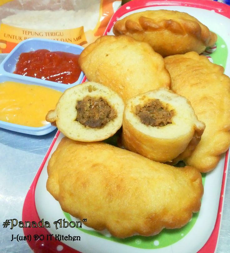 panda made equal to the bread dough  that distinguish the contents, usually with fish, chicken or abon spicy much seasoning for stuffing...