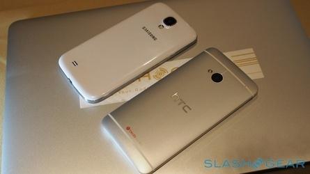 Dari belakang, HTC one lebih keliatan mewah dibanding Galaxy S4 http://youtu.be/Qq83DWa61dw