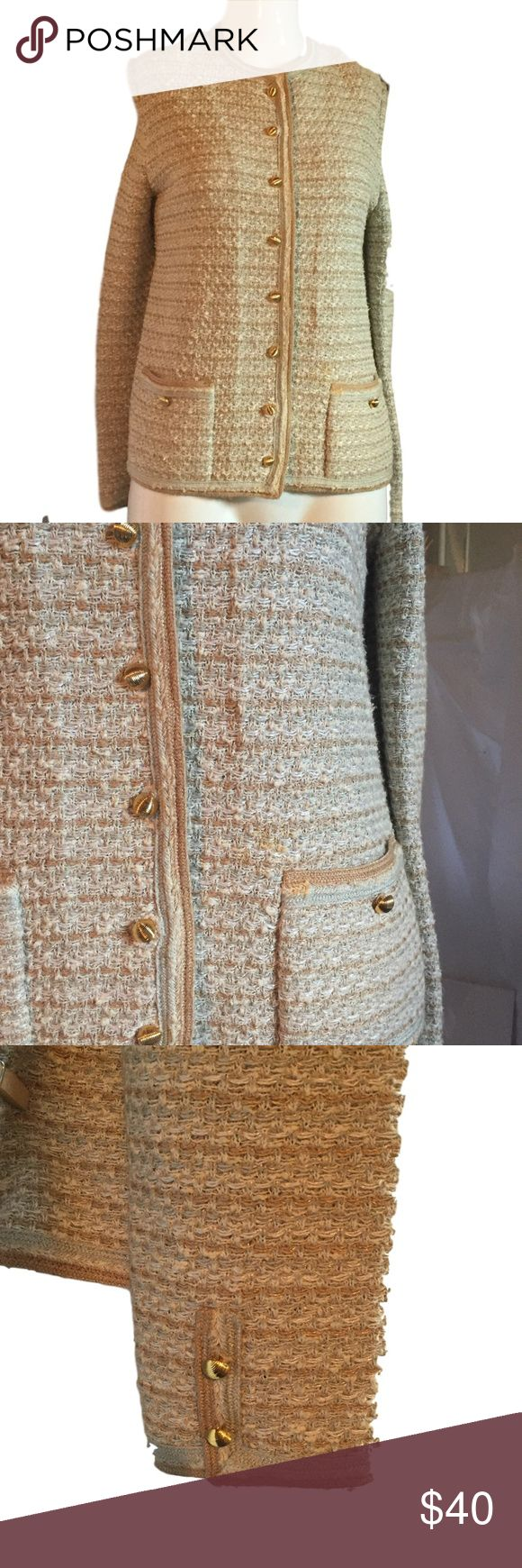 Castleberry Size 12 Gold Silver White VTG Jacket Gold Tweed Jacket  Women's Tweed Jacket  Vintage Tweed Jacket, gold buttons, gold, silver and white woven in the tweed.  Textured Gold Buttons on the front and 2 gold buttons at the sleeve. A beautiful neutral color that will become your go to jacket. It's great for fall and mixing well with the fall colors. And, it's also perfect for spring and summer style. The white, gold, silver colors mix well with spring and summer outfits, too…
