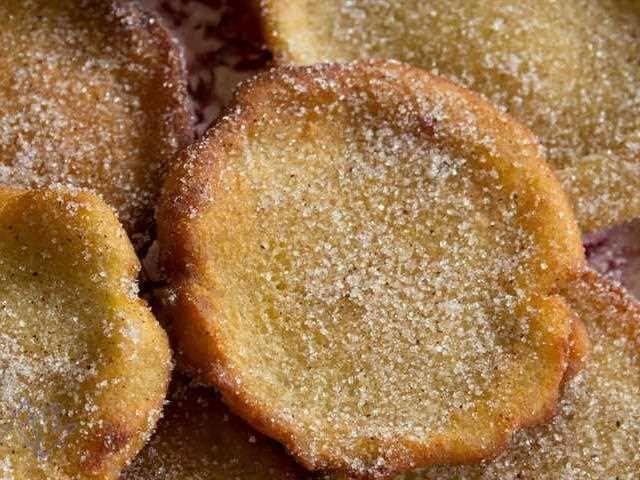 Torrijas con pan de molde: el pan de molde tiene una miga muy compacta y abundante que absorberá muy bien la leche.