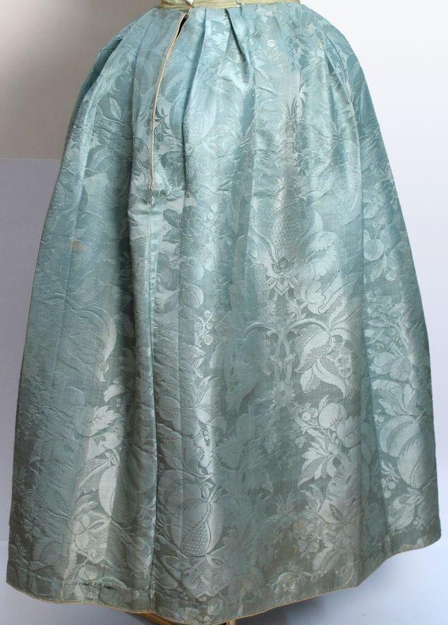 18e eeuw Zijden damasten rok uit het Zaans Museum zov-02253 #NoordHolland #Zaanstreek