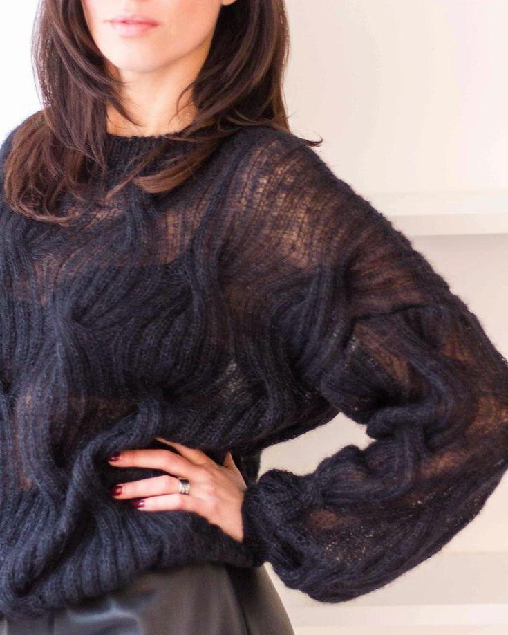 528 отметок «Нравится», 47 комментариев — ВЯЗАНЫЕ ВЕЩИ (@_kosa__) в Instagram: «Такой свитер в чёрном цвете мы вам ещё не показывали, а лету нас был! Легкий, воздушный, объёмный -…»