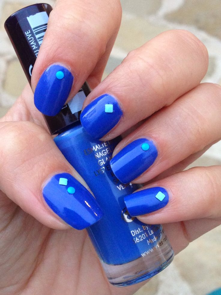 Pretty Little Nails: Yves Rocher - 24 Blue Mauve e studs! :D