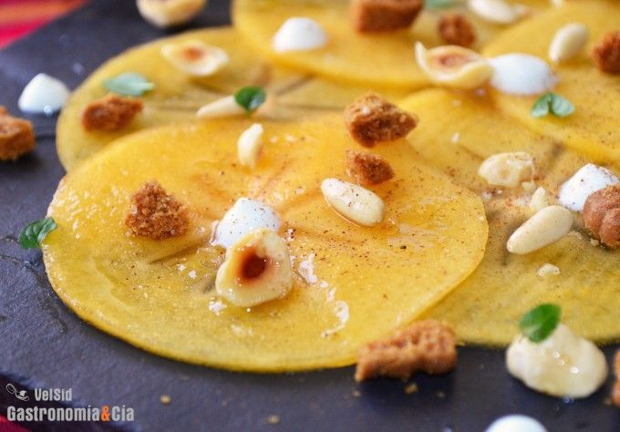 Carpaccio de caqui persimon con frutos secos