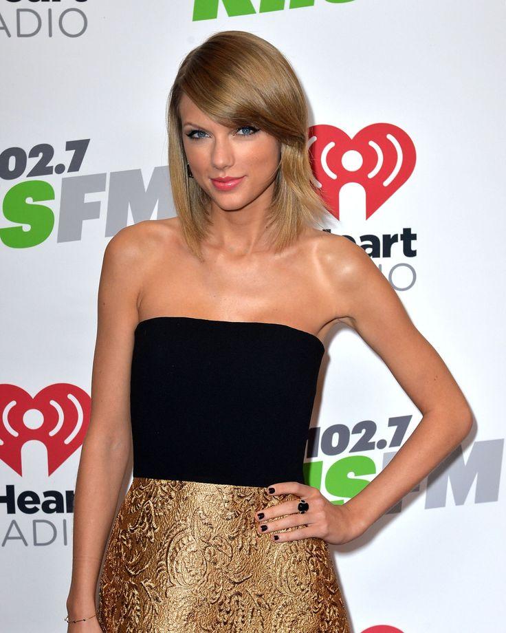Taylor looking amazing at the Jingle Ball