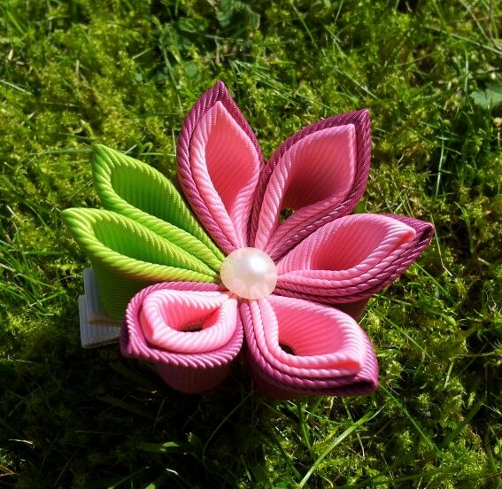 Kanzashi flower hair alligatorclip made by me.