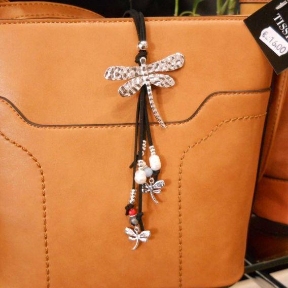 http://bisuteriademoda.es/collares-de-moda-y-colgantes-para-mujer/3240-collar-negro-libelula.html