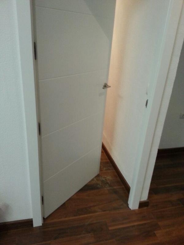 Modelo 5t16 lacada en blanco con tarima loc floor nogal - Tarimas y puertas ...
