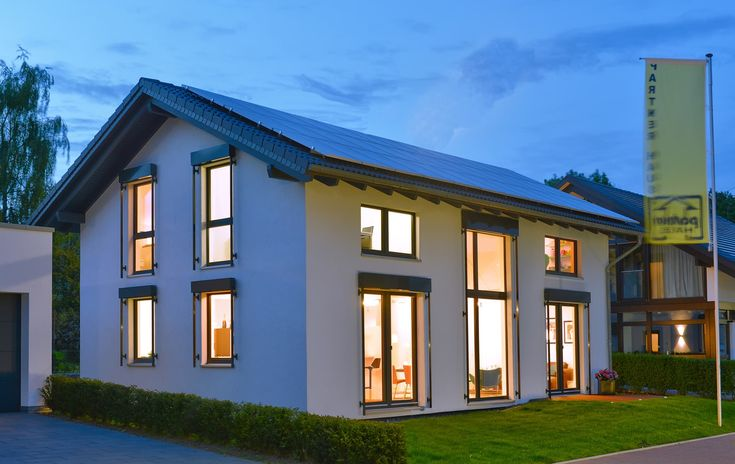 PassivhausPur und Ökohaus in Holzfertigbauweise - Großzügig und familienfreundlich präsentiert sich das Musterhaus Wuppertal in der Wuppertaler Ausstellung FertighausWelt. Es ist ...