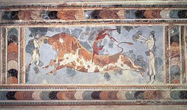 """""""Taurocatapsia"""" - II millennio a.C, Cnosso, (Creta). Nel dipinto è presente l'iconografia del salto del toro. Restauro di integrazione di Arthur Evans. Pittura con contorni netti. Conservato al Museo Archeologico, Iraklion."""