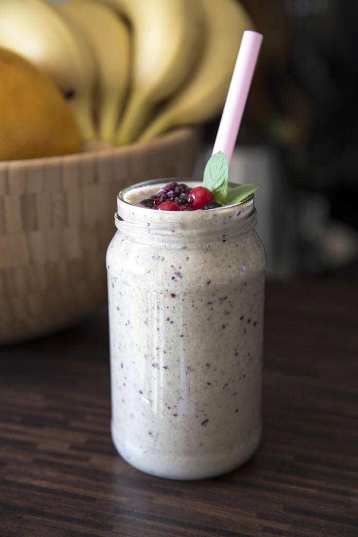 Este batido proteico es ideal para tomar antes o después de entrenar o para alcanzar los valores diarios de proteína que nuestro cuerpo necesita.