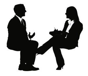 Hipnoz diye bir şeyin olmadığını biliyor muydunuz? Bilimsel olarak kanıtlanmıştır. İnsanlar, mesela o kadar kaskatı olurlar ki onları iki sandalye arasında dengeleyebilirsiniz ve hatta üstlerine oturabilirsiniz bile. Bunda olağan dışı bir şey yok ki. Sohbet ile hipnoz diye de bir şey yok. Nasıl yani? Diyebilirsiniz. Amerikan hipnozunun babası sayılan, büyük hipnoz ustası Milton Erickson yanıp...