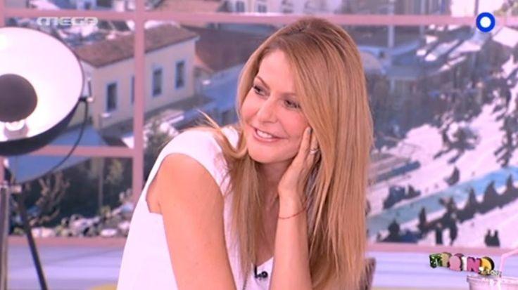 Λευκό τοπ επέλεξε η Τζένη Μπαλατσινού για το look της Παρασκευής Δείτε πώς να αντιγράψετε το look: #jennygr