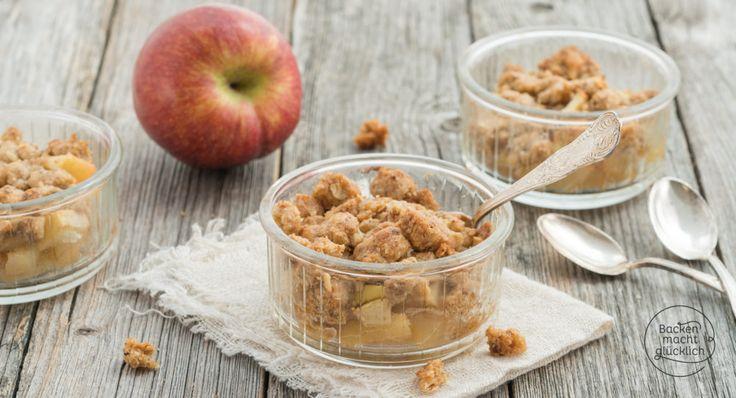 Knusprige Streusel, fruchtige Apfelfüllung: Dieses einfache Apple Crumble Rezept mit Haferflocken ist schnell gemacht - und das perfekte Dessert!
