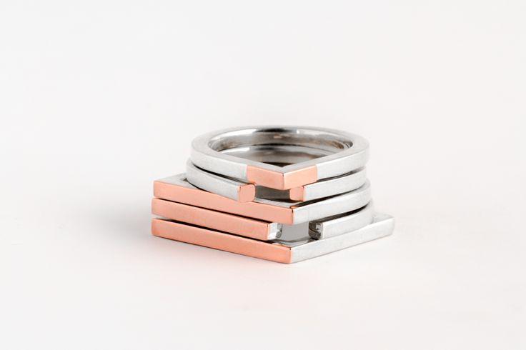 Um segmento de reta, uma trajetória, a possibilidade de um encontro. Para cada encontro, um anel. Mas como também há desencontros nesta vida, um brinco e um colar. ENCONTROS | DESENCONTROS DESENCONTROS | prata 950 | cobre DESENCONTROS | prata 950 | cobre PROIBIDO | prata 950 | cobre MARCADO |...
