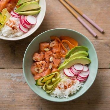Poké bowl met zalm - Dille & Kamille | Onmisbare keukenbasics