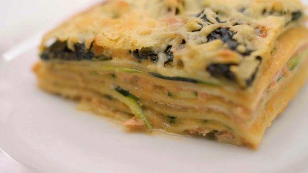 Lasagne met gerookte zalm, courgette en spinazie, Meus. +++, visbouillon i.p.v. garnaalkoppen, 1/4 minder lasagnevellen