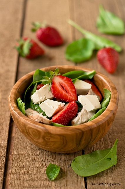 This spinach strawberry feta salad is a great choice when you're losing weight with a #gastricballoon