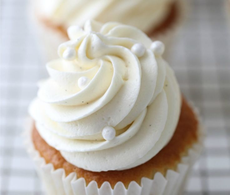 WHITE CHOCOLATE CREAM CHEESE FROSTING | Passion 4 baking :::GET INSPIRED:::