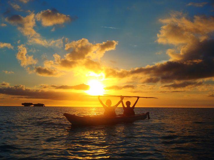 無人島へ1DAYトリップ、サンセットカヤック(写真提供/アースシップ沖縄)