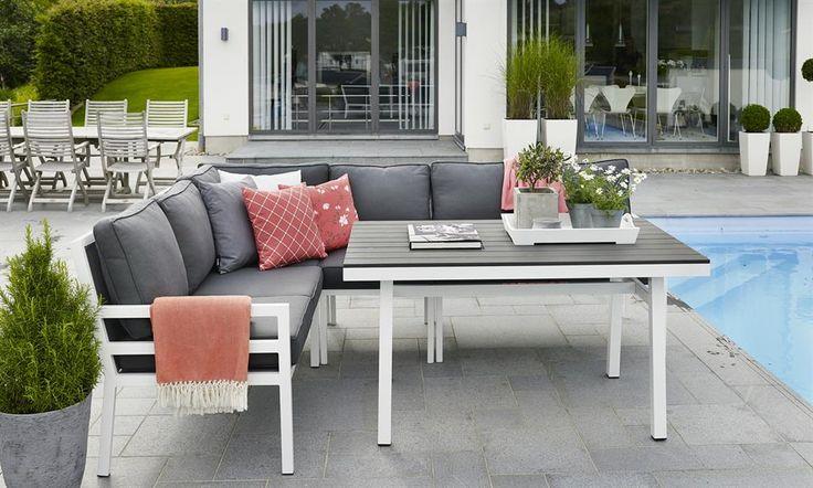 Hageland, minimalistisk spisesofa utendørs. Hagemøbler. Alum./nonwood. 2x2 seter+1 midt+ 1 hjørn+ bord. 14 000 kr