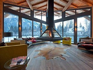 Chalet Cragganmore with sauna, massage room, gym, climbing wall and cinema room in Chamonix, France. Prices from 1,423 GBP p/n sleeps 12. #snow #chamonix #chalet
