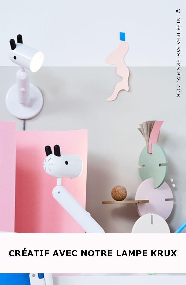 Un chien, une girafe ou un cheval ? Est-ce une lampe de bureau ou une applique murale ? Laissez déborder l'imagination de vos enfants avec notre lampe KRUX ludique !  KRUX Lampe de bureau Led, 29,99/pce #IKEABE #idéeIKEA  A dog, a giraffe or a horse? Is it a work lamp or a wall lamp? Give free rein to your kids' imagination with our playful KRUX lamp! KRUX LED work lamp, 29,99/pce. #IKEABE #IKEAidea
