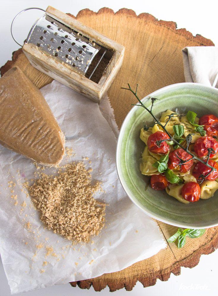 Rezept veganer Parmesan am Stück   sojafrei   nussfrei   glutenfrei   lässt sich reiben und schmilzt   Käse-Alternative