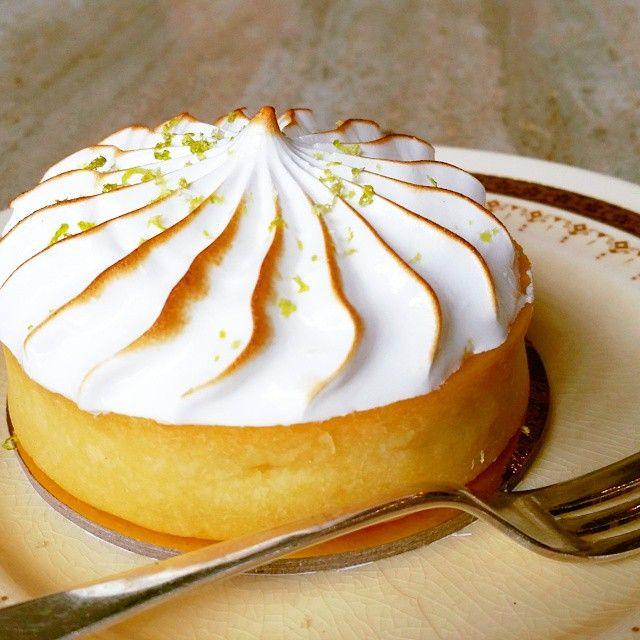 Our lime and coconut meringue tart is tres jolie ♡ #meringue #dessert #hightea