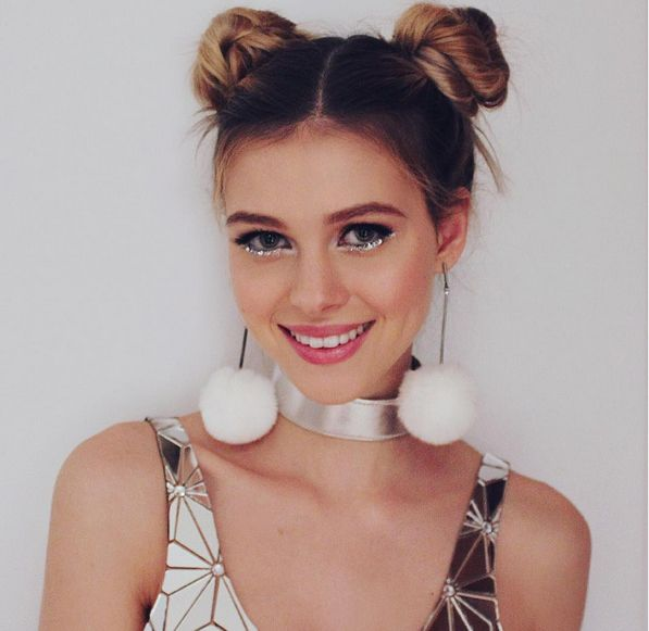 Mini buns and pompom earrings? What is this, 1995, Nicola Peltz? (If so, no complaints here) #GlitterEyeliner